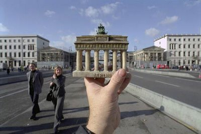 Souvenirs in Perspective Illusion