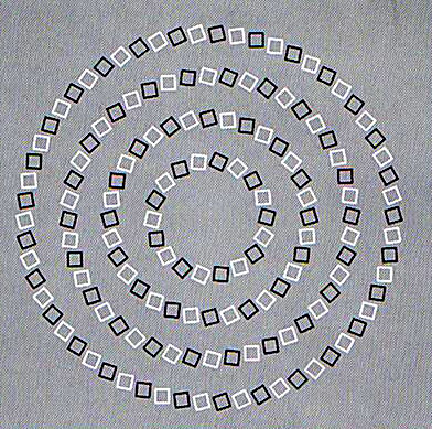 Crossing Circles Illusion