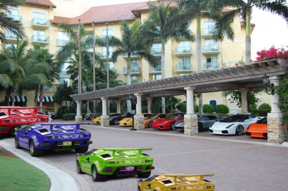 Yes they are all the same size (colored Lamborghinis). Check their license plates :)