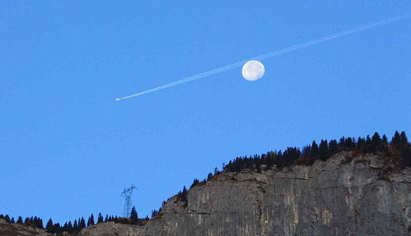 Could this plane really have passed behind the Moon?
