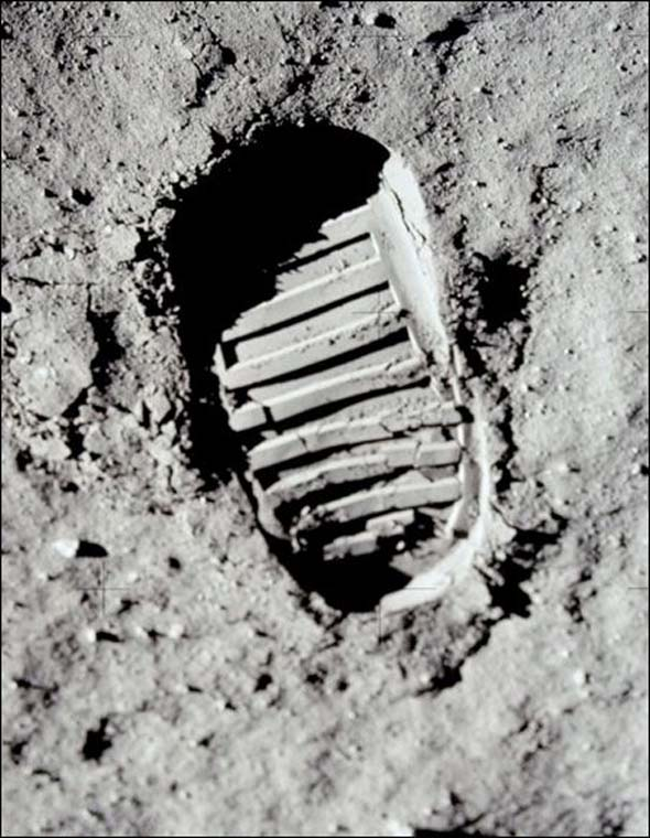 Buzz Aldrin Footprint Optical Illusion 1