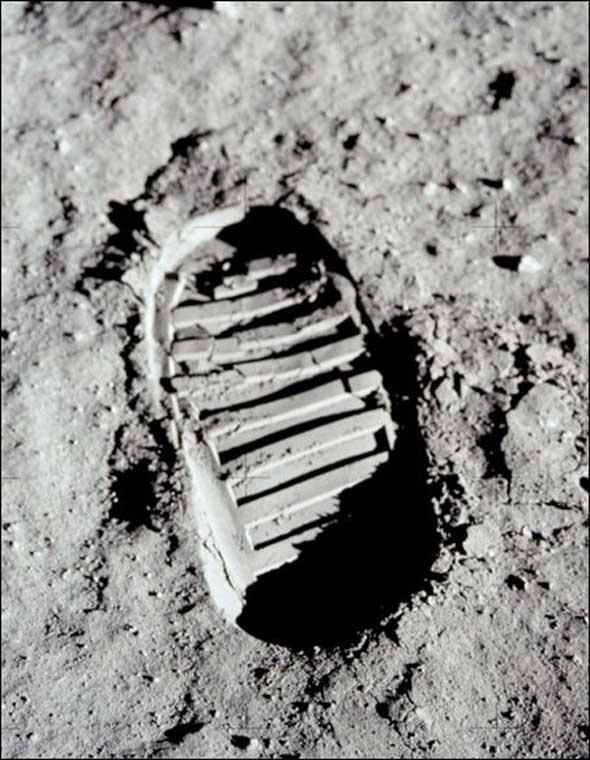 Buzz Aldrin Footprint Optical Illusion 2