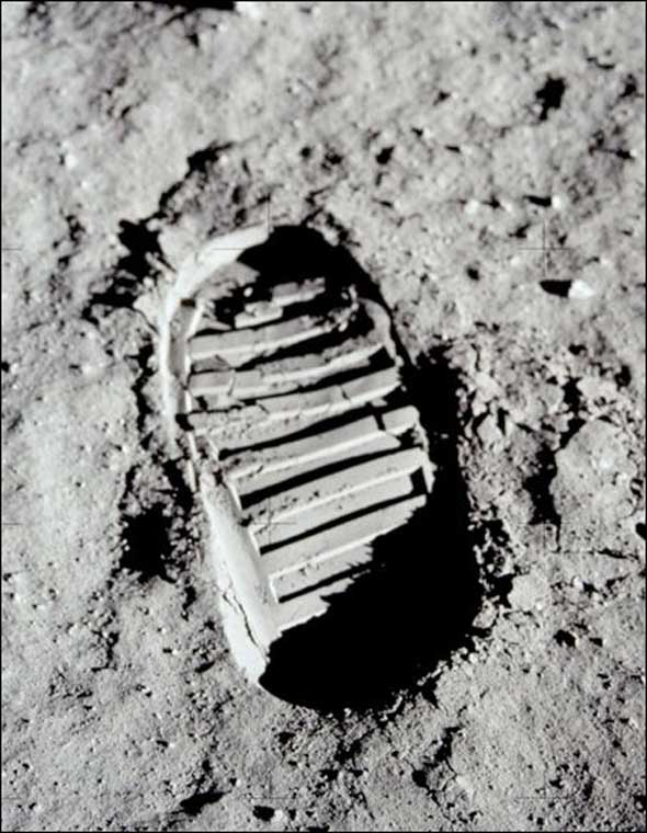 Buzz Aldrin Footprint Optical Illusion 2