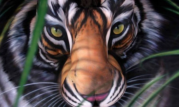 Body Paint Tiger Optical Illusion - Craig Tracy 1