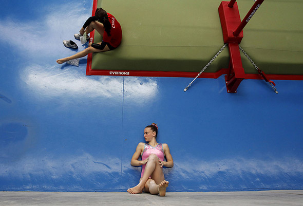Gymnasts Optical Illusion