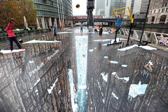 A New World Record Breaking 3D Chalk Drawing by Reebok