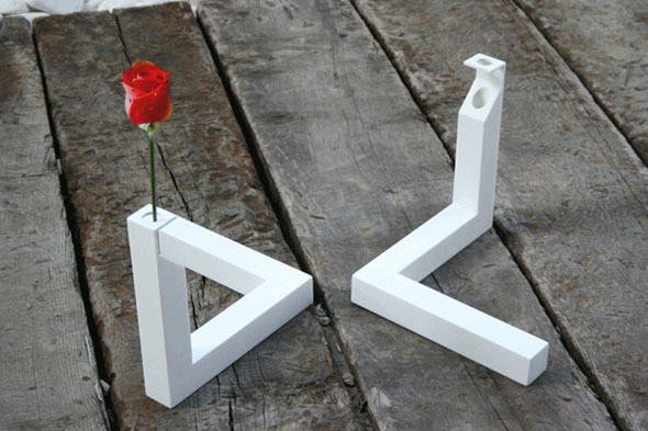 Impossible Triangle Vase: 90°