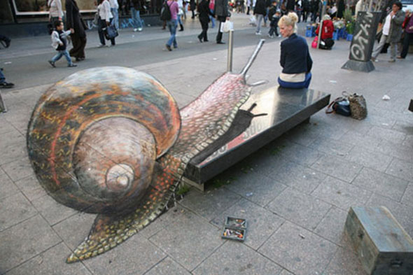 Giant Snail Attacking a Woman!