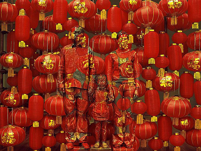 Liu_Bolin_HITC_Family_Photo_photograph_2012
