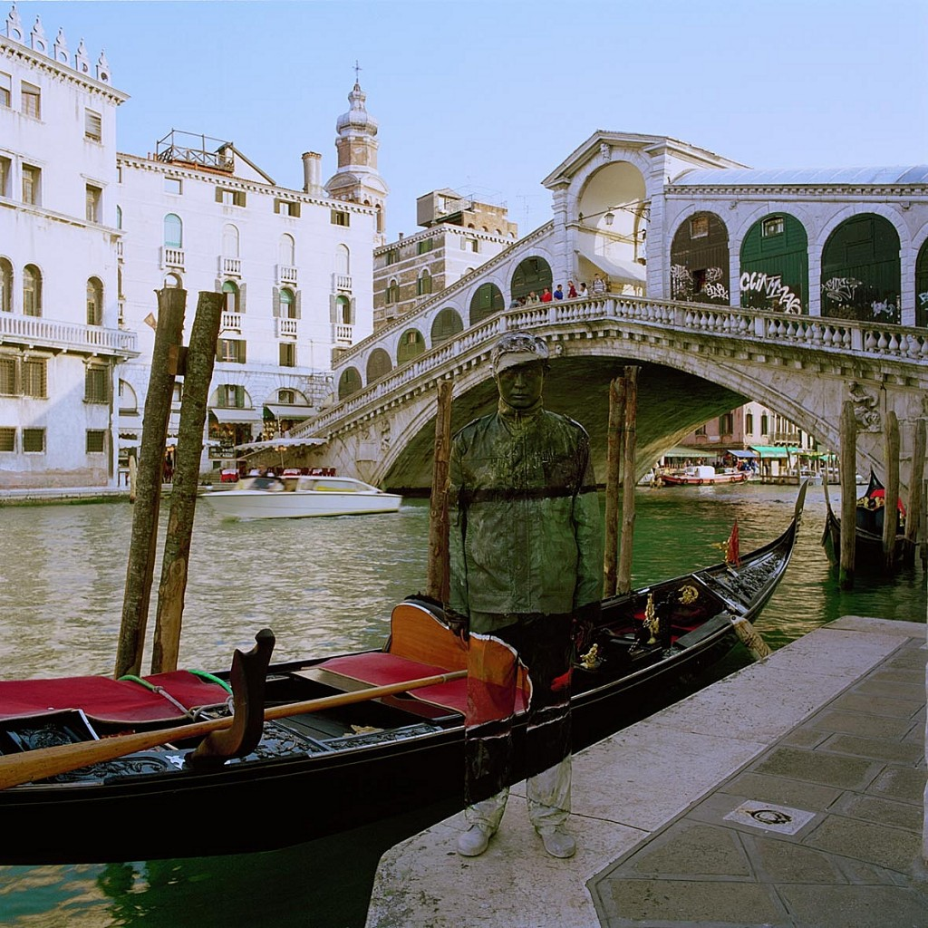 Liu_Bolin_Ponte_di_Rialto_120x120cm_photo_2010