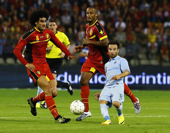 A Mind Blowing Photo Of Mathieu Valbuena Looking Absurdly Small