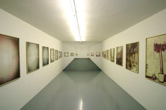 Endless White Room Optical Illusion