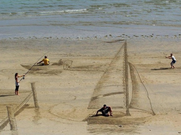 Drawings in the Sand Optical Illusion
