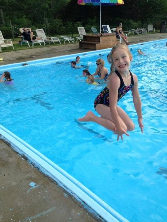 girl in pool optical illusion