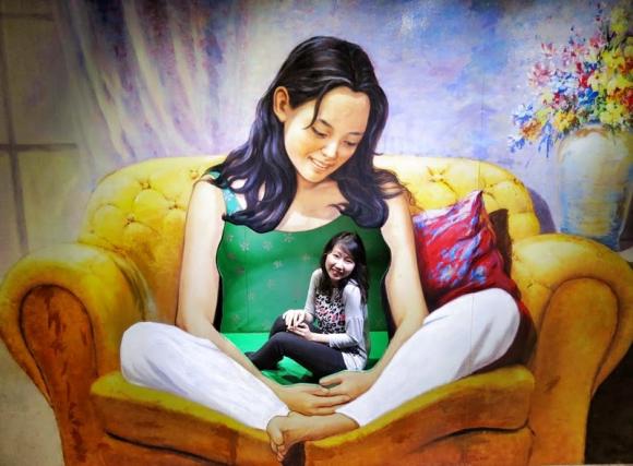 giant mommy optical illusion