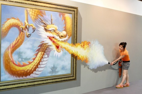 woman versus dragon optical illlusion