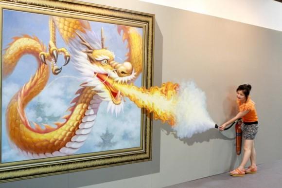 woman versus dragon optical illlusion