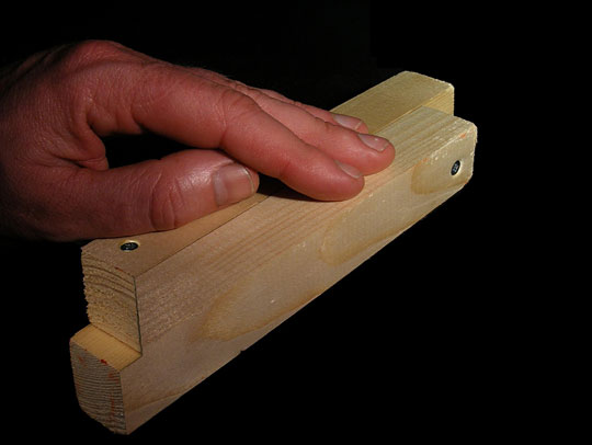 funny-impossible-piece-of-wood-optical-illusion