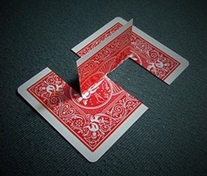 playing card optical illusion