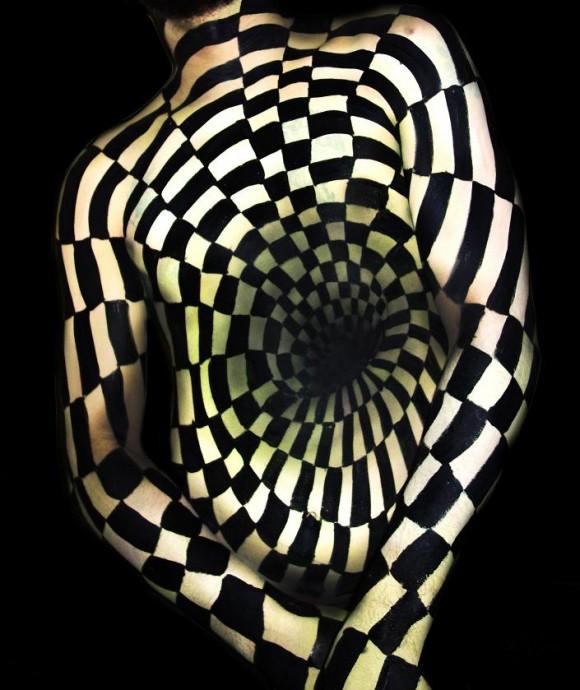 illusion-Body-Painting-Natalie-Fletcher