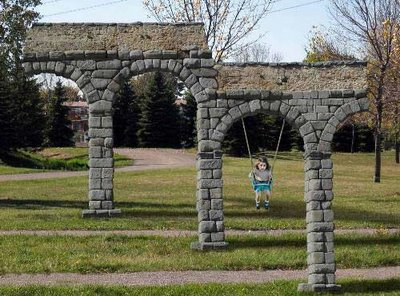 Funny Lookin Arch Optical Illusion