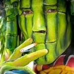 green-mask-body-paint-optical-illusion