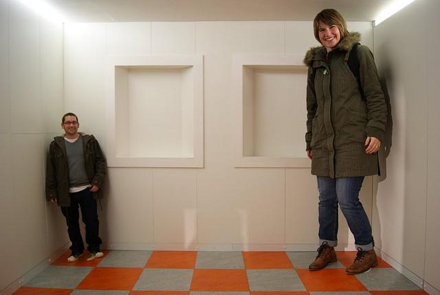 Tiny Man And Giant Woman Optical Illusion