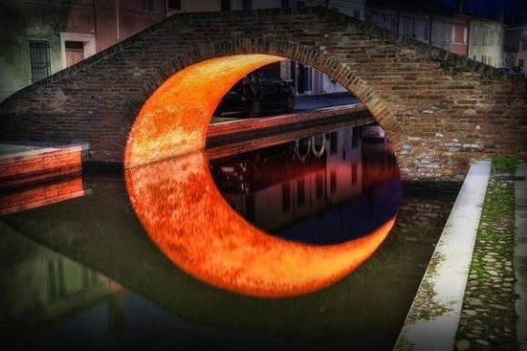 Orange moon illusion