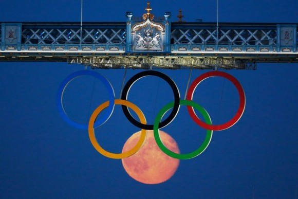 moon and olympic rings optical illusion